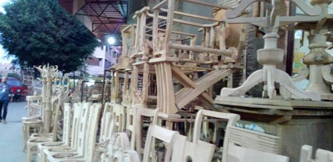 «بتر الأصابع».. كابوس يطارد العاملين فى صناعة الأثاث