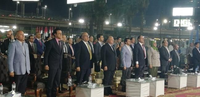 محافظ القاهرة: تشغيل 10 أتوبيسات بالغاز الطبيعي خلال احتفالات العيد القومي