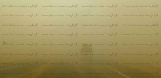 عاصفة ترابية تجتاح محافظة أسوان.. وتحذيرات لسائقي المركبات
