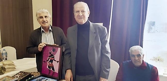 بعض المشاركين فى السوق الخيرية الفلسطينية فى وسط البلد