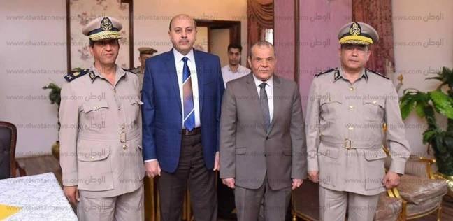 الرئيس يكرم اثنين من القيادات الأمنية في الشرقية ويمنحهما نوط الامتياز
