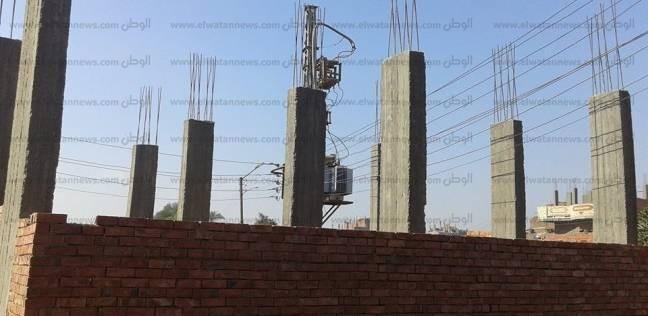 """""""حماية"""" يطالب بإنهاء أزمة """"أسلاك الكهرباء"""" المارة على المباني في قنا"""