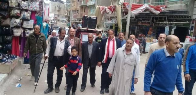 """رئيس """"كفر البطيخ"""" يقود مسيرة لحث المواطنين على المشاركة بالانتخابات"""