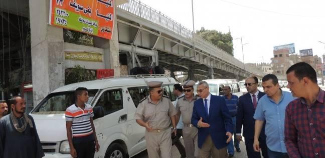 مدير أمن المنيا يتفقد المواقف لمتابعة التزام السائقين بالتعريفة