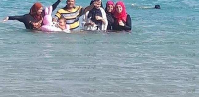 بالصور| توافد المواطنون على شواطئ مدينة الطور في ثاني أيام عيد الأضحى