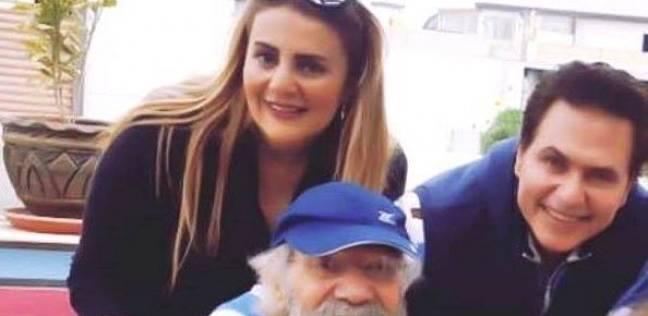"""رانيا محمود ياسين تطمئن الجمهور على صحة والدها: """"بابا بخير"""""""