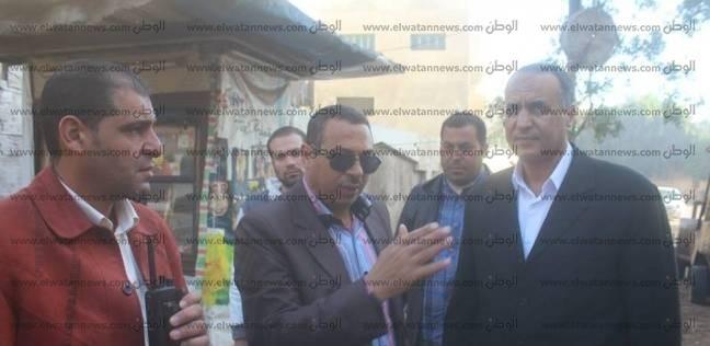 بالصور| رئيس مدينة دسوق يتابع رصف الطرق وإصلاح خط الصرف الصحي
