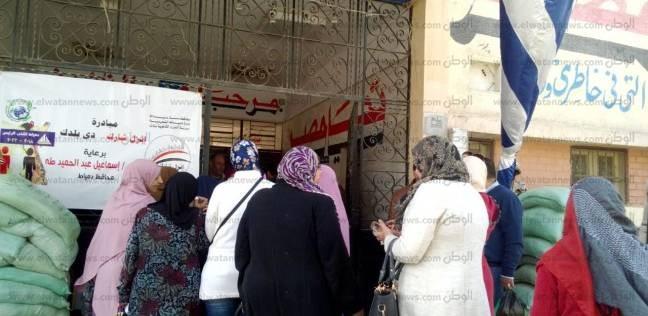 بأعلام مصر.. العشرات يتوافدون على لجان 15 مايو بالقاهرة