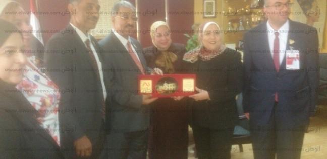 بالصور| رئيسة الإذاعة المصرية تستقبل وفد من الجامعة الأهلية بالبحرين