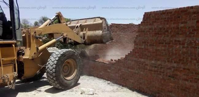 حملات موسعة لإزالة التعديات على الأراضي بمركز الإسماعيلية