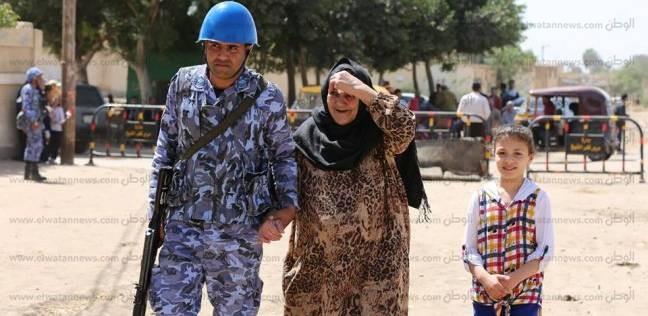 بالصور| تزايد أعداد الناخبين بكفر الشيخ.. والأمن يساعد كبار السن