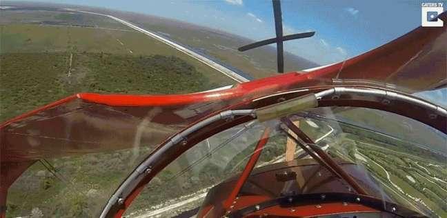 لحظات مرعبة لتعطل محرك طائرة أثناء تحليقها