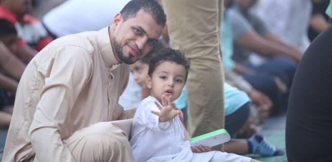 """الأطفال والكبار يؤدون صلاة العيد بمسجد الصديق بـ""""شيراتون"""""""