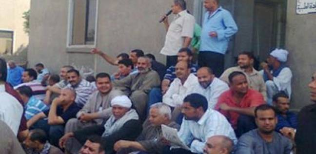 """وقفة احتجاجية لعمال """"إيزاكو"""" بالإسكندرية للمطالبة بصرف رواتبهم"""
