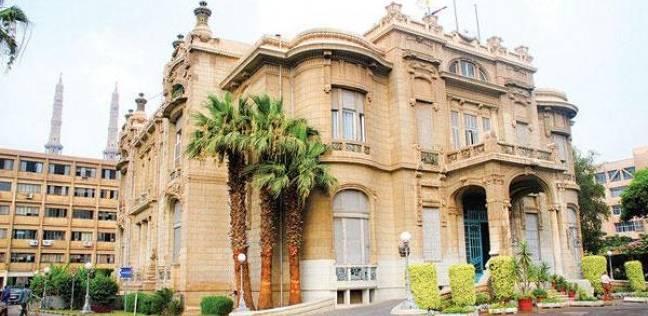 """كنز نادر في جامعة عين شمس.. """"الموسوعة الأمريكية"""" عمرها 189 عاما"""