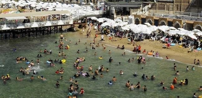 إقبال كبير على شواطئ الإسكندرية بأخر أيام عيد الأضحى