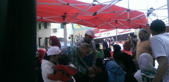 استمرار الإقبال على لجان الاستفتاء في الساعات الأخيرة بالسيدة زينب