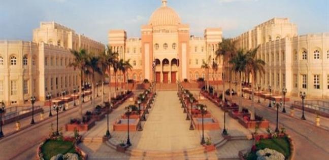 الجامعة البريطانية بالقاهرة تطالب المواطنين بالمشاركة في الاستفتاء