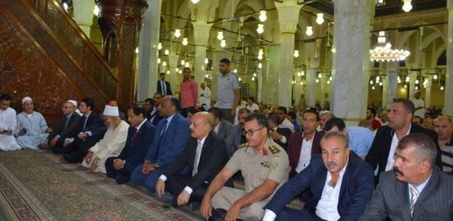 """محافظ الغربية يؤدي صلاة عيد الأضحى بمسجد """"الأحمدي"""" بطنطا"""