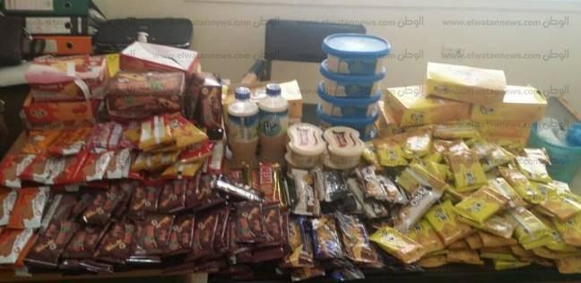 ضبط 321 عبوة من المواد الغذائية منتهية الصلاحية بمطروح