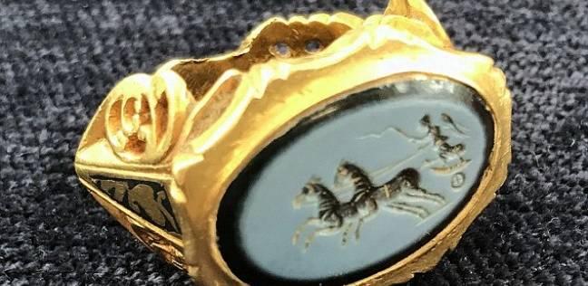 خاتم ذهبي من الحضارة الرومانية عمره 1800 سنة