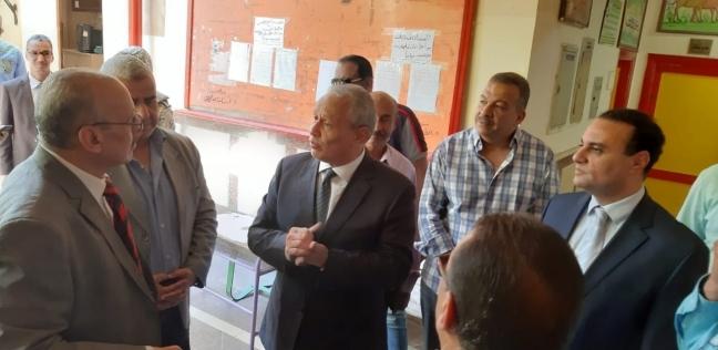 محافظ الأقصر يدلي بصوته في الاستفتاء على التعديلات الدستورية