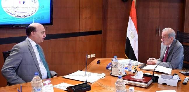 """""""إسماعيل"""" يلتقي """"مميش"""" لبحث تنمية المنطقة الاقتصادية لقناة السويس"""
