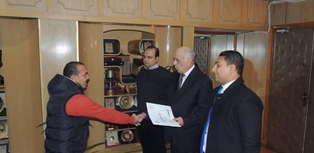 تكريم ضابطين نجحا في ضبط تاجر مخدرات ومسجون هارب في المنيا