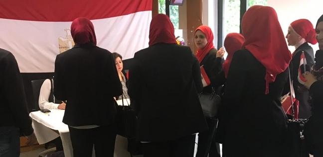 """""""عمران"""": إقبال كثيف من المصريين بميلانو على المشاركة بالاستفتاء"""