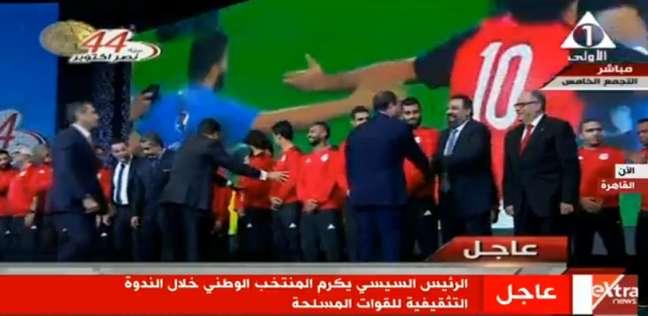 بالفيديو| «السيسي» يداعب مجدي عبد الغني