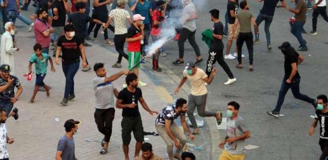 عراقيون يتظاهرون قرب ديوان محافظة البصرة للمطالبة بتوفير الخدمات