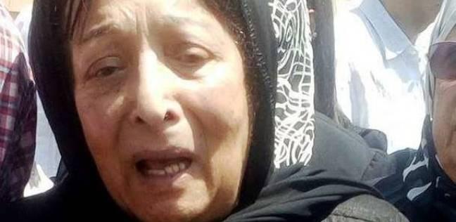انهيار سميرة عبدالعزيز أثناء تشييع جثمان زوجها: رحل رفيق دربي وحبيبي