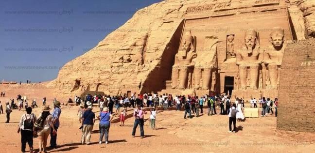 """1050 سائحا يزورون معابد """"أبو سمبل"""" في أسوان"""