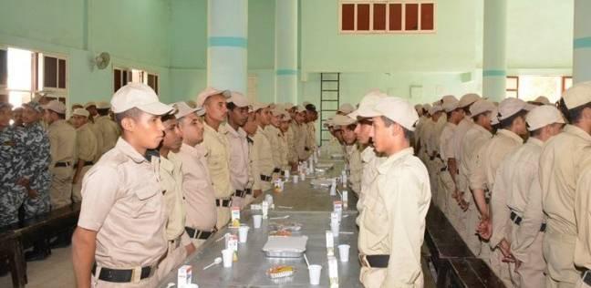 محافظ سوهاج يشارك مجندي قوات الأمن الإفطار الجماعي بمناسبة العيد