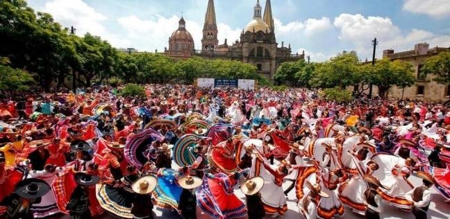 882 راقصا وراقصة في المكسيك
