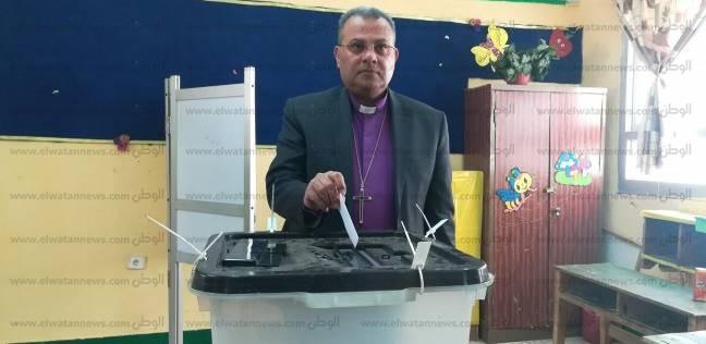 رئيس الطائفة الإنجيلية يُدلي بصوته بمدرسة الجبرتي في شيراتون