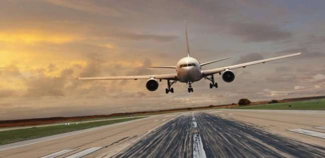 انفجار في بطن مسافرة يجبر طائرة على الهبوط الاضطراري!