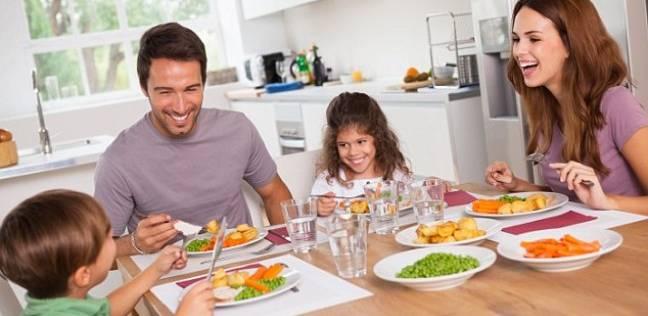 دراسة: تناول العشاء قبل الساعة 9 مساء يقلل من فرص الإصابة بالسرطان