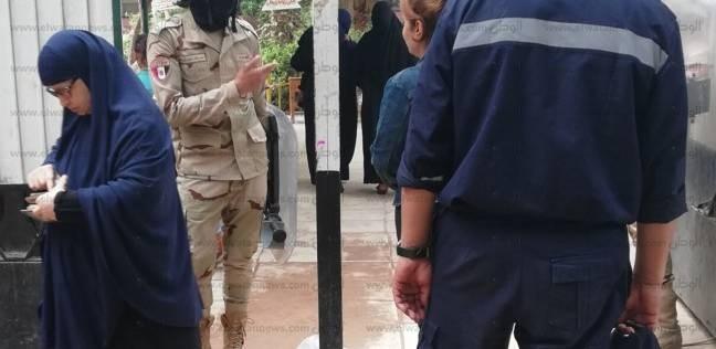 الناخبون يتوافدون على لجان التصويت في شبرا الخيمة