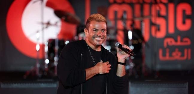عمرو دياب يظهر في مقطع فيديو مرتديا «فانلة بيضاء» : شبه حمو بيكا