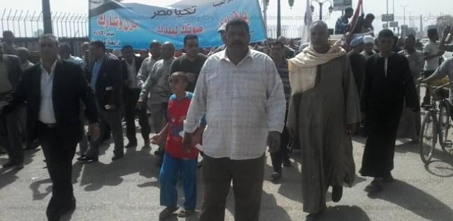 """""""التعليم"""" تنظم مسيرة لدعم السيسي في نجع حمادي"""