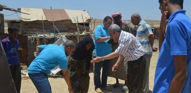 رئيس مدينة القصير يوزع شنط رمضانية لعربان قرية الشيخ مالك وأم غيج