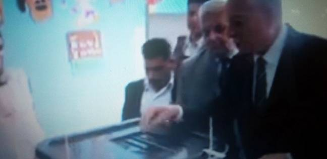 محافظ جنوب سيناء يدلي بصوته الانتخابي بشرم الشيخ