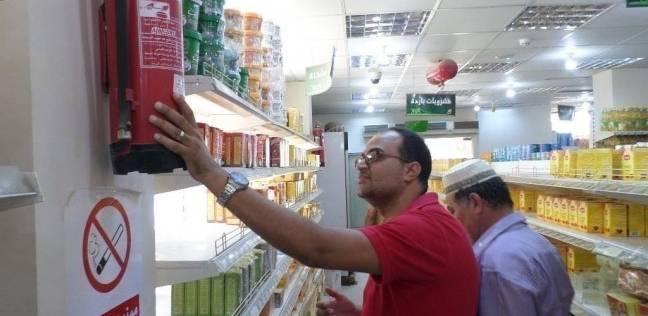 إعدام أغذية وحلوى أطفال وفواكه فاسدة في حملة على أسواق الوادي الجديد