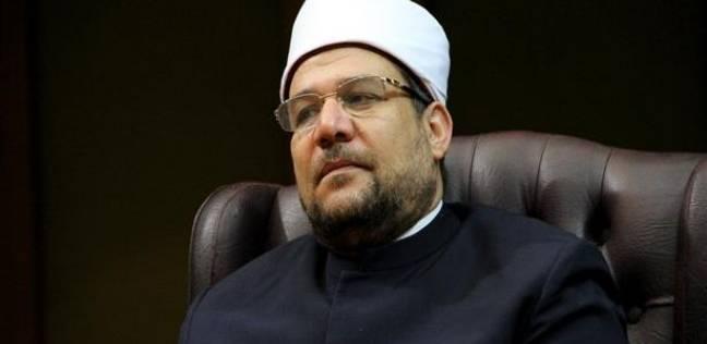 """وزير الأوقاف يهدي 60 """"ديسك"""" لمدرسة في الإسماعيلية"""
