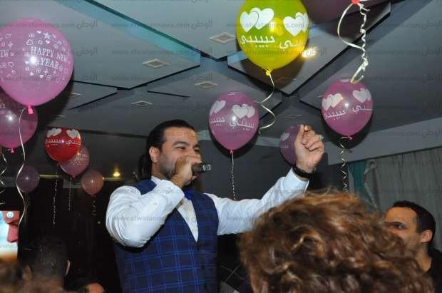 عمرو الجزار يشعل حفل رأس السنة في كافيه سيزار بحضور نجوم المجتمع