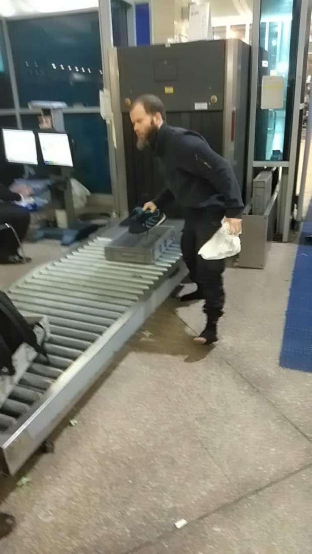 بالصور والفيديو| مصر تُرحل ألمانيا داعشيا من مطار القاهرة