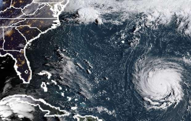 شاهد| لقطات صادمة لإعصار خطير يهدد سواحل أمريكا