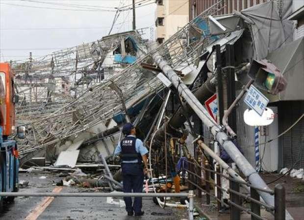 قتيلان وعشرات الجرحى في أقوى إعصار يضرب اليابان منذ ربع قرن