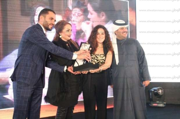 بالصور| تكريم نجوم الفن في حفل دعم السياحة المصرية بالكويت